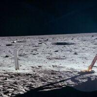 Neil Armstrong arbeitet an der Mondfähre